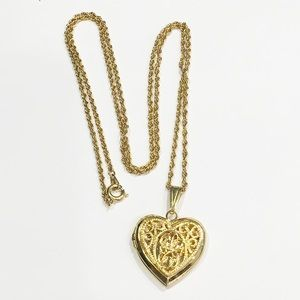 Jewelry - Gold tone chain heart locket necklace